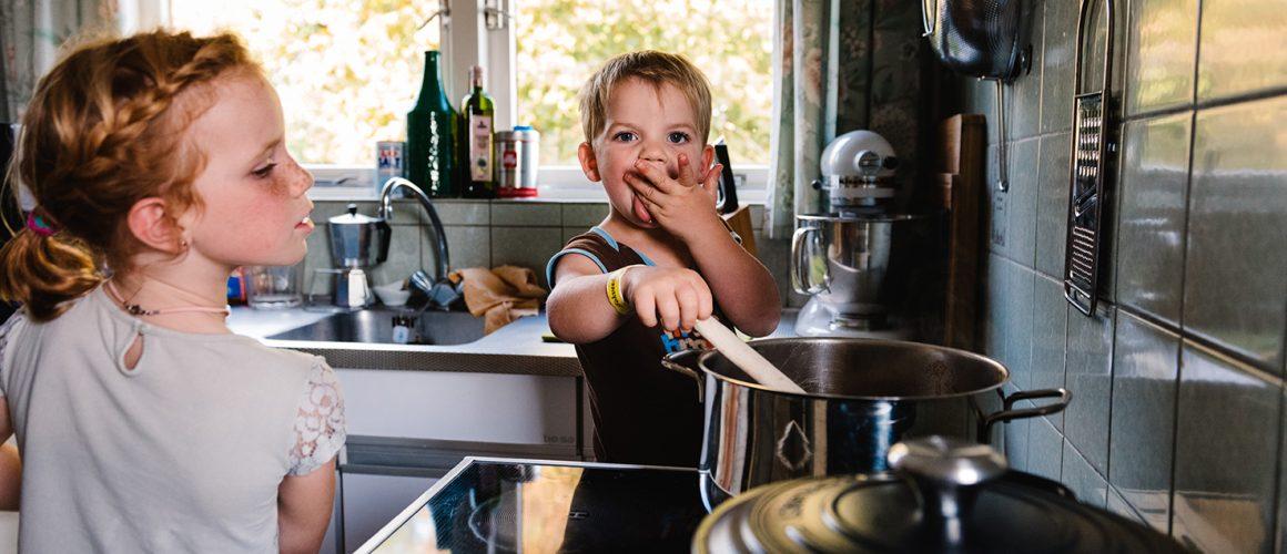 spelen in de keuken